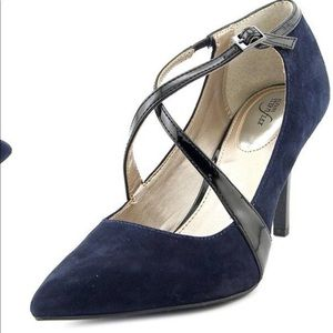 Brand new Navy suede heels pointy toed size 8M